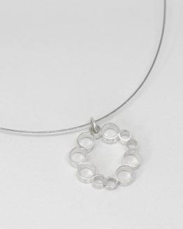 Colgante de plata con diseño geométrico