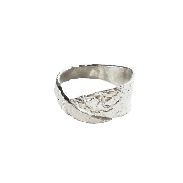 Anillo de plata con textura
