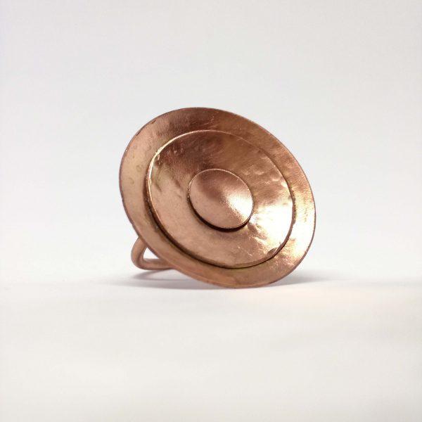 Anillo de cobre y texturizado.