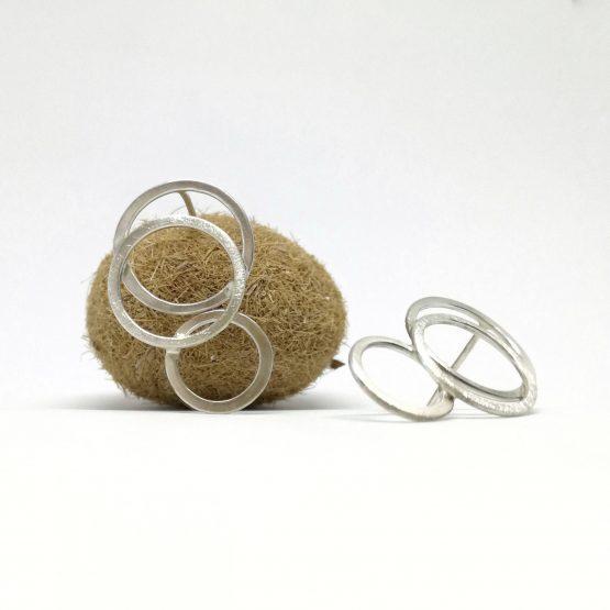Pendientes geométricos de plata de ley