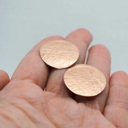 Pendiente cobre grabado